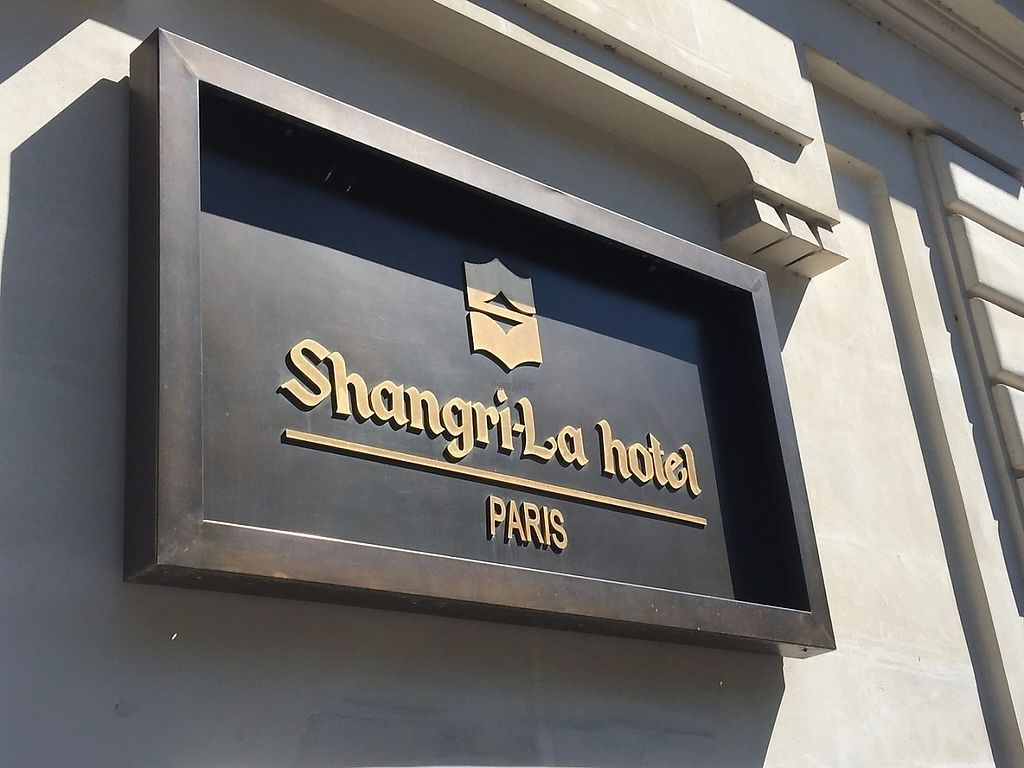 """Photo of Shangri-La Hotel - lounge  by <a href=""""/members/profile/Anne%20VDH"""">Anne VDH</a> <br/>Shangri-La Paris: Vegan friendly luxury hotel and restaurant.  <br/> January 16, 2017  - <a href='/contact/abuse/image/64090/212357'>Report</a>"""