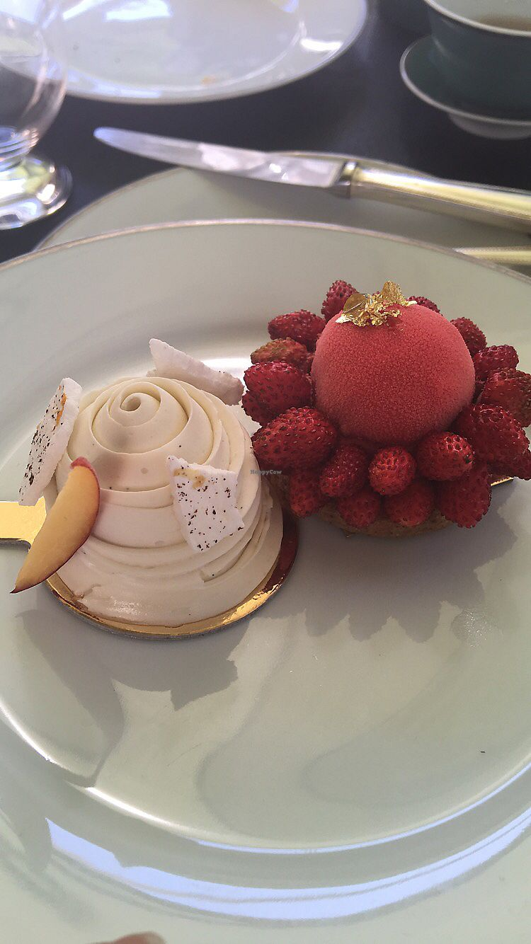 """Photo of Shangri-La Hotel - lounge  by <a href=""""/members/profile/LauraHaines"""">LauraHaines</a> <br/>The best vegan pastries I've ever had <br/> July 6, 2017  - <a href='/contact/abuse/image/64090/277070'>Report</a>"""