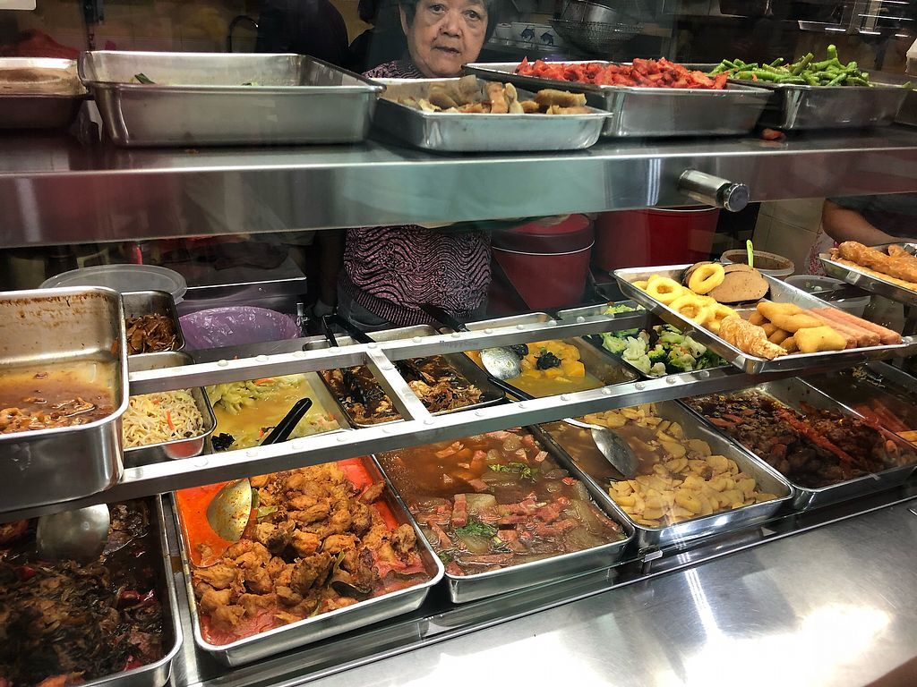 """Photo of Su Yuan Xuan Vegetarian Stall  by <a href=""""/members/profile/CherylQuincy"""">CherylQuincy</a> <br/>Food selection. Curry contains dairy <br/> March 29, 2018  - <a href='/contact/abuse/image/64158/377613'>Report</a>"""