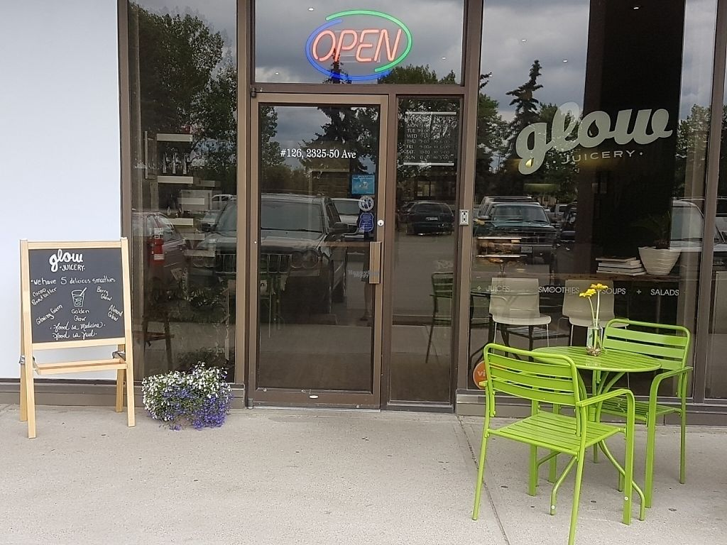 """Photo of Glow Juicery  by <a href=""""/members/profile/coronet500guy"""">coronet500guy</a> <br/>outside in summer <br/> April 2, 2017  - <a href='/contact/abuse/image/64167/244042'>Report</a>"""