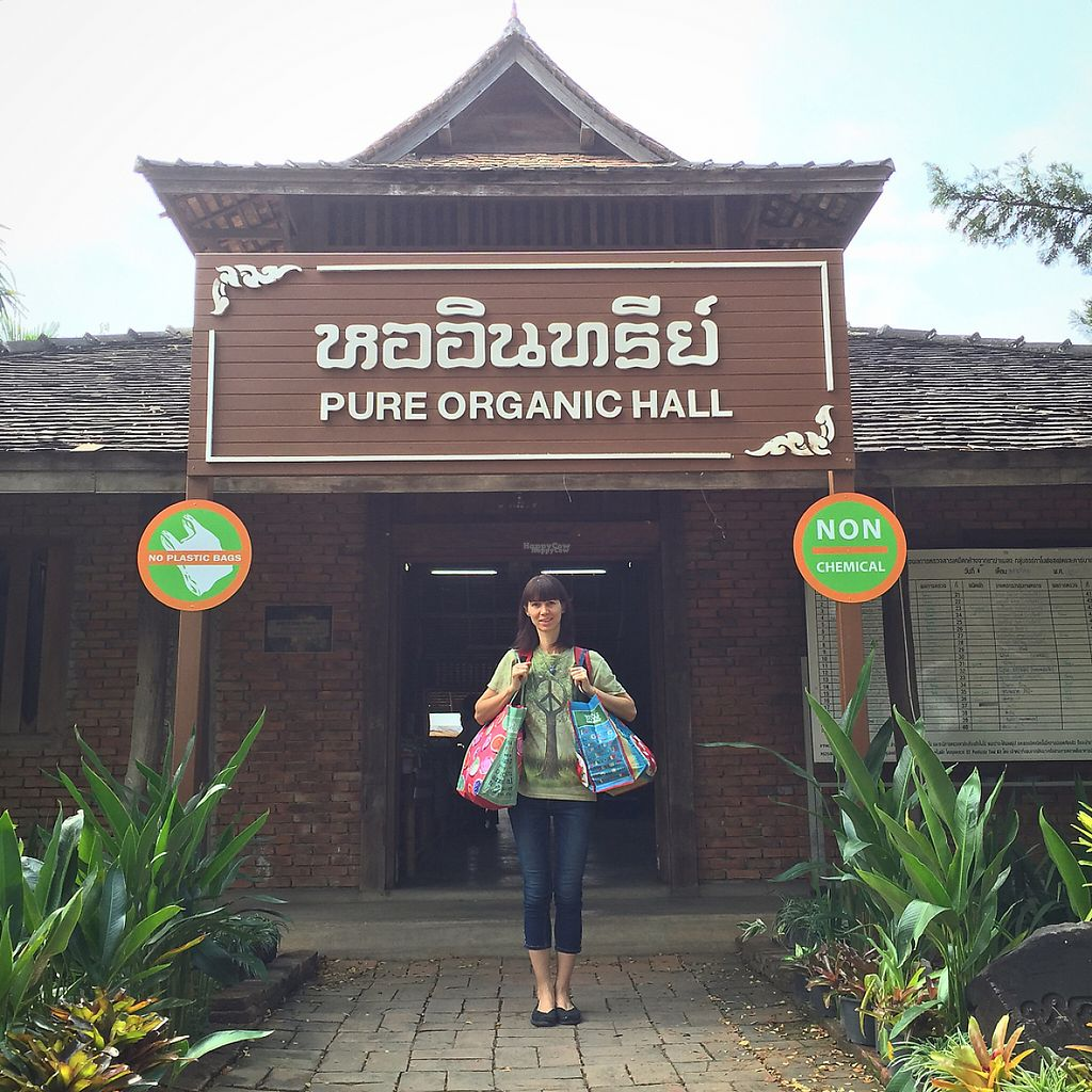 """Photo of Organic Farmers' Market Chiang Mai  by <a href=""""/members/profile/MyVeganJoy"""">MyVeganJoy</a> <br/>bring your own bags :) <br/> February 12, 2017  - <a href='/contact/abuse/image/6424/225660'>Report</a>"""