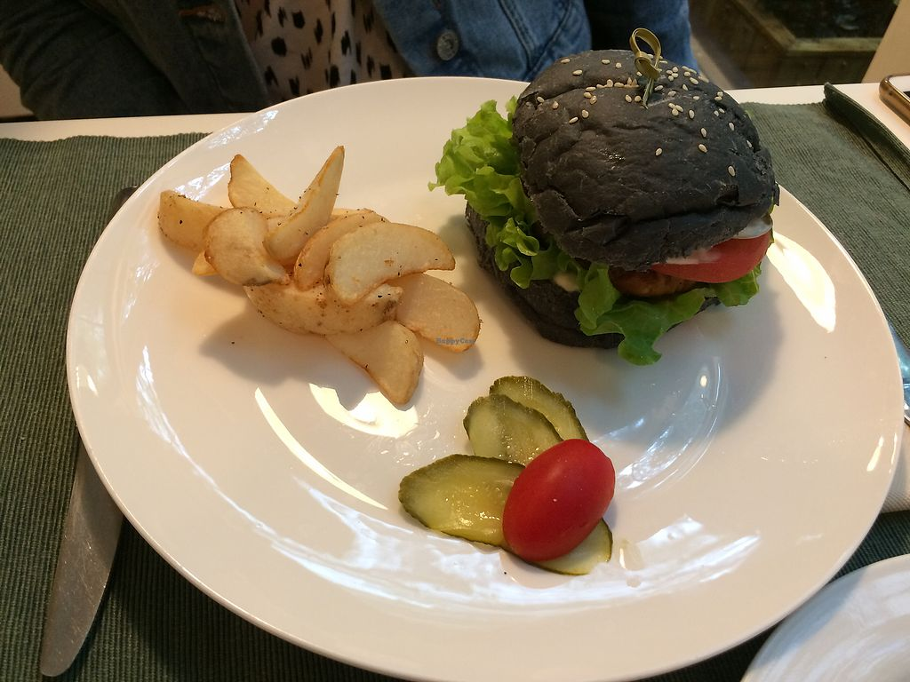 """Photo of Cloud Kitchen  by <a href=""""/members/profile/Italian.vegan"""">Italian.vegan</a> <br/>Charcoal burger <br/> October 10, 2017  - <a href='/contact/abuse/image/64283/313928'>Report</a>"""