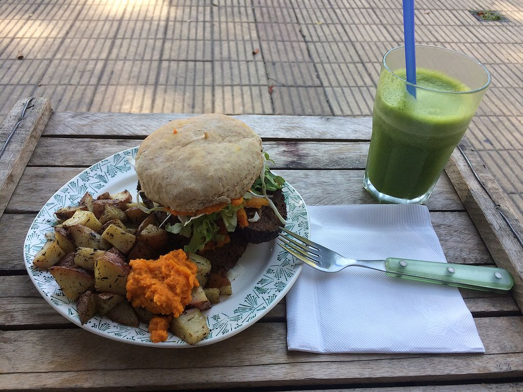 "Photo of Vegan Wraps  by <a href=""/members/profile/clairs997"">clairs997</a> <br/>Seitanburger & green smoothie with ginger 480UYPesos  <br/> April 21, 2018  - <a href='/contact/abuse/image/64472/389133'>Report</a>"