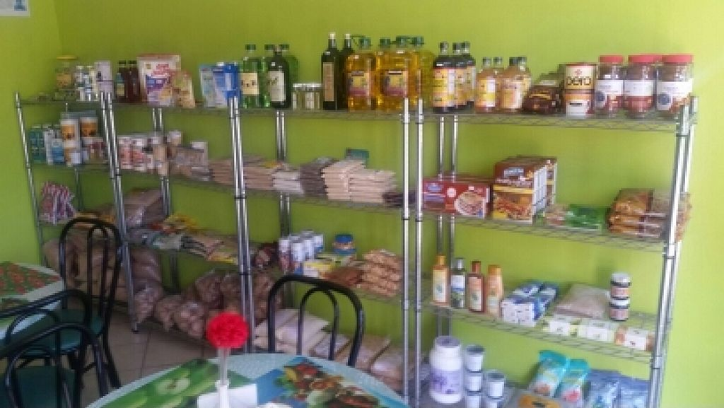"""Photo of CLOSED: El Oasis Veggie Food  by <a href=""""/members/profile/kenvegan"""">kenvegan</a> <br/>natural products <br/> October 14, 2015  - <a href='/contact/abuse/image/64492/121336'>Report</a>"""