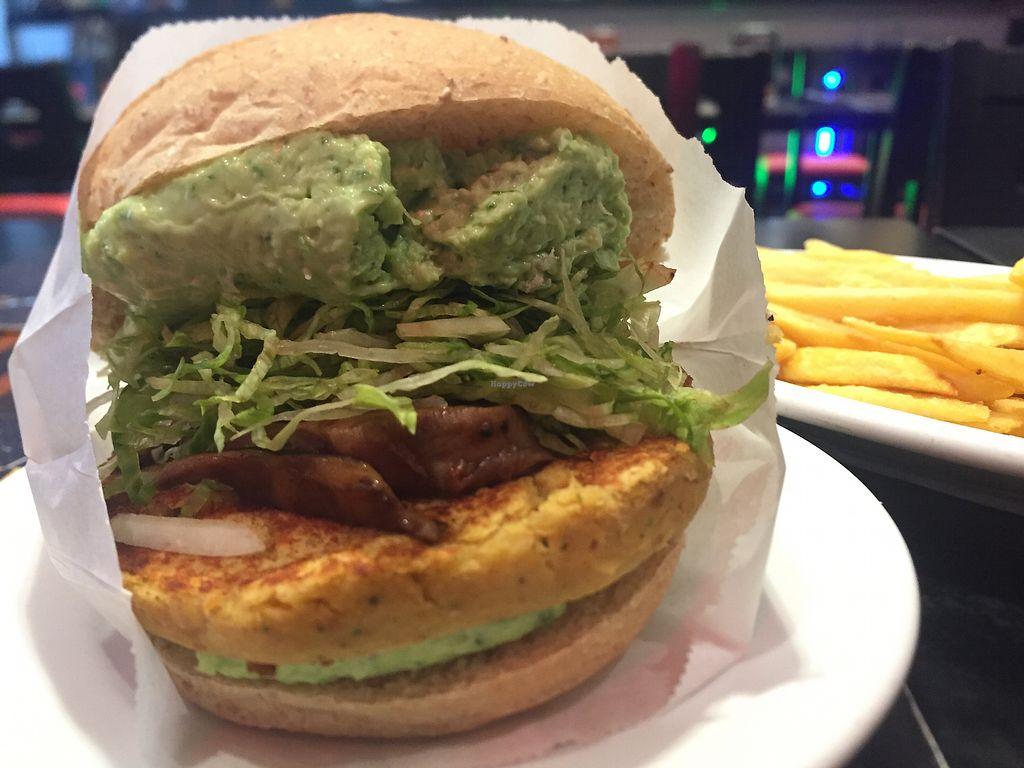 "Photo of Jeti's Burger and Grill  by <a href=""/members/profile/AlessandraMassaini"">AlessandraMassaini</a> <br/>Hambúrguer vegano shitaki <br/> September 1, 2017  - <a href='/contact/abuse/image/64530/299563'>Report</a>"