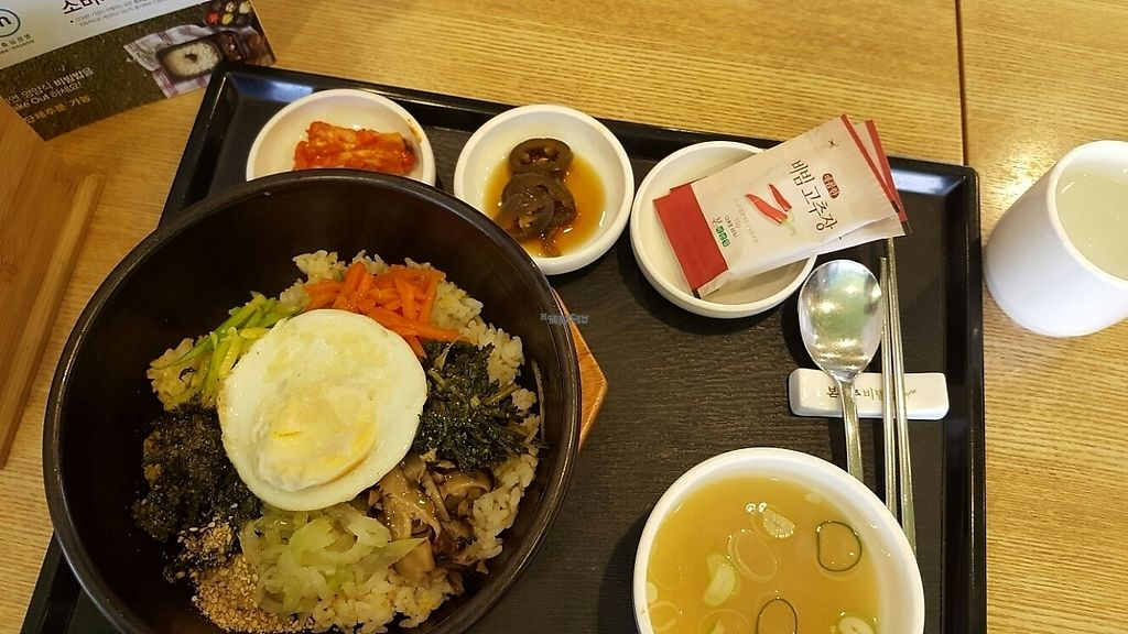 """Photo of Bonjuk and Bibimbap - 본죽&비빔밥café  by <a href=""""/members/profile/Pepetolstoi"""">Pepetolstoi</a> <br/>vegetarian bibimbap with vegan side dishes! <br/> March 17, 2017  - <a href='/contact/abuse/image/64618/237260'>Report</a>"""