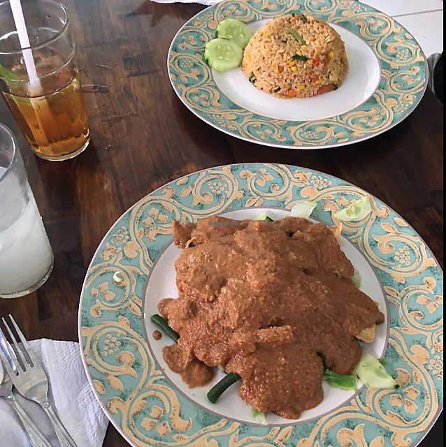 "Photo of Giri Dhari Vegetarian  by <a href=""/members/profile/CamilaSer%C3%B3dio"">CamilaSeródio</a> <br/>nasi goreng and gado gado <br/> June 19, 2017  - <a href='/contact/abuse/image/64804/270820'>Report</a>"