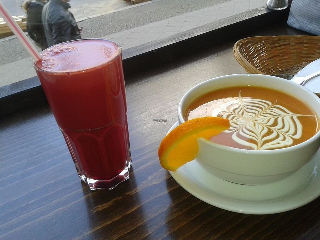"""Photo of Radieschen   by <a href=""""/members/profile/community"""">community</a> <br/>Fresh Juice and Nice Latte Art <br/> March 21, 2017  - <a href='/contact/abuse/image/64874/239162'>Report</a>"""