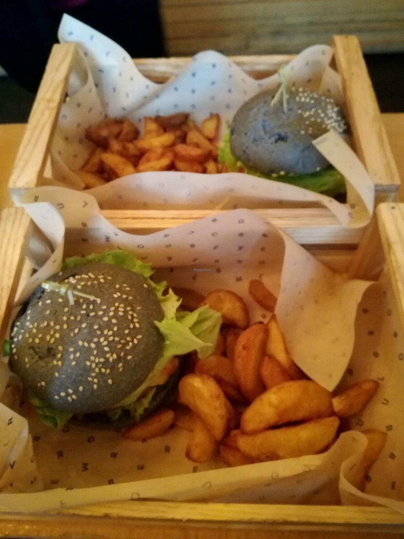 "Photo of Flower Burger  by <a href=""/members/profile/B%C3%A1rbaraPatr%C3%ADcio"">BárbaraPatrício</a> <br/>Delicious Black Bun Burger <br/> February 3, 2018  - <a href='/contact/abuse/image/64889/354597'>Report</a>"