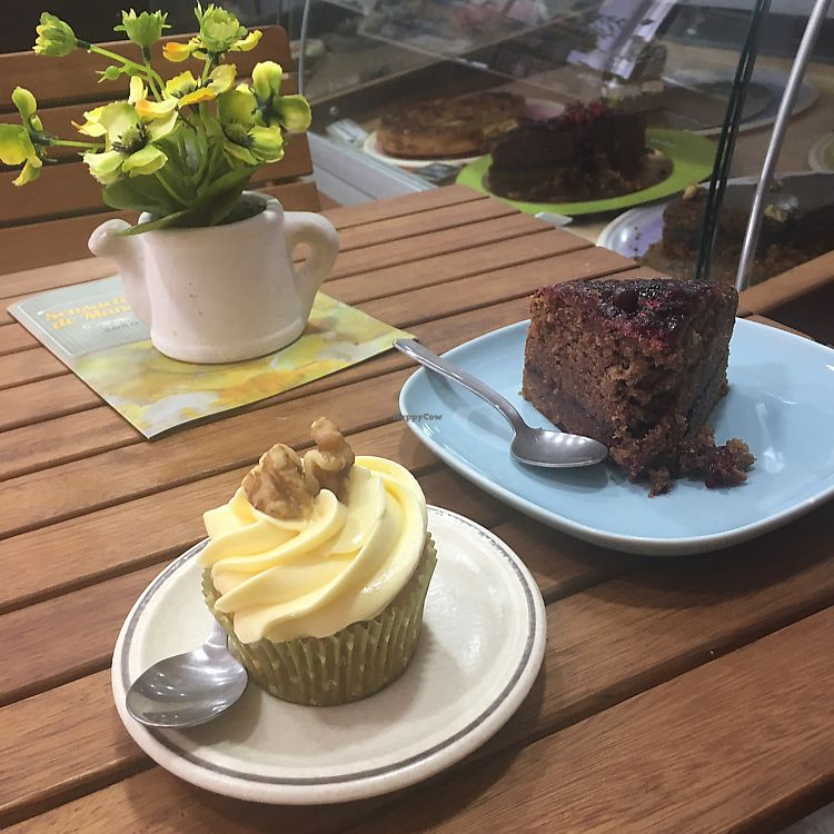 "Photo of Toque de Canela  by <a href=""/members/profile/Noe"">Noe</a> <br/>vegan carrot cupcake and berries cake <br/> June 20, 2017  - <a href='/contact/abuse/image/64901/271346'>Report</a>"
