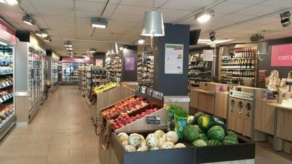 "Photo of Carrefour Bio - Fondary  by <a href=""/members/profile/community"">community</a> <br/>Inside Carrefour Bio - Fondary  <br/> November 2, 2015  - <a href='/contact/abuse/image/64947/123610'>Report</a>"