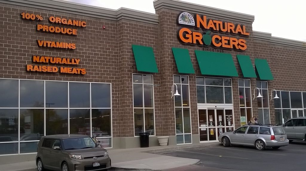 Photo of Natural Grocers - SLC  by Navegante <br/>Exterior, Dec 2015 <br/> January 1, 2016  - <a href='/contact/abuse/image/65092/130664'>Report</a>