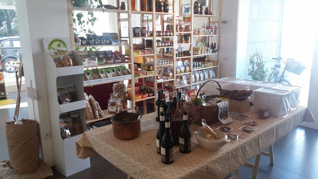 Photo of CLOSED: L'equilibrista Vegano  by PaoloFerrari63 <br/>Inside shop <br/> November 9, 2015  - <a href='/contact/abuse/image/65502/124397'>Report</a>