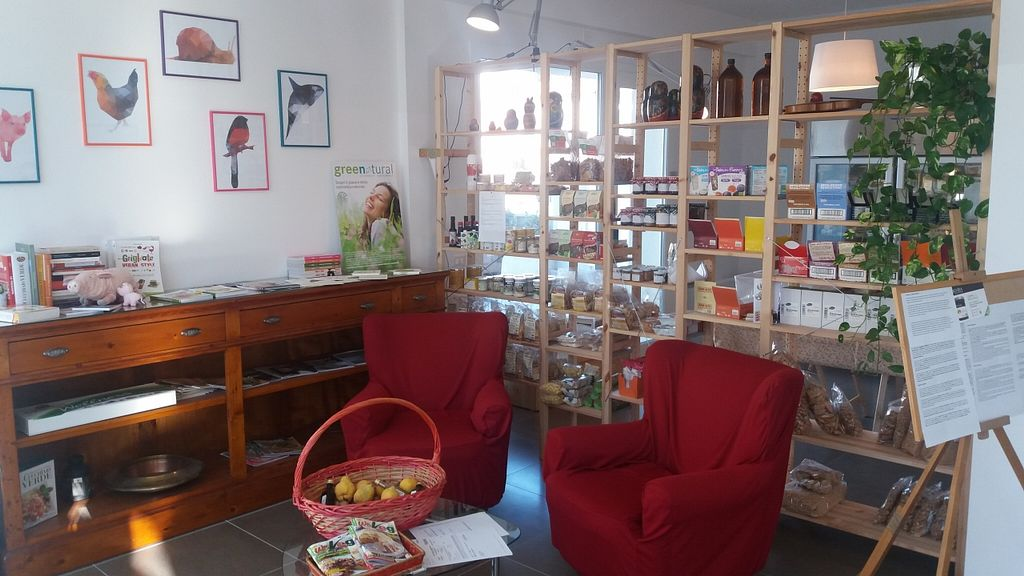 Photo of CLOSED: L'equilibrista Vegano  by PaoloFerrari63 <br/>Relax and reading area <br/> November 9, 2015  - <a href='/contact/abuse/image/65502/124399'>Report</a>