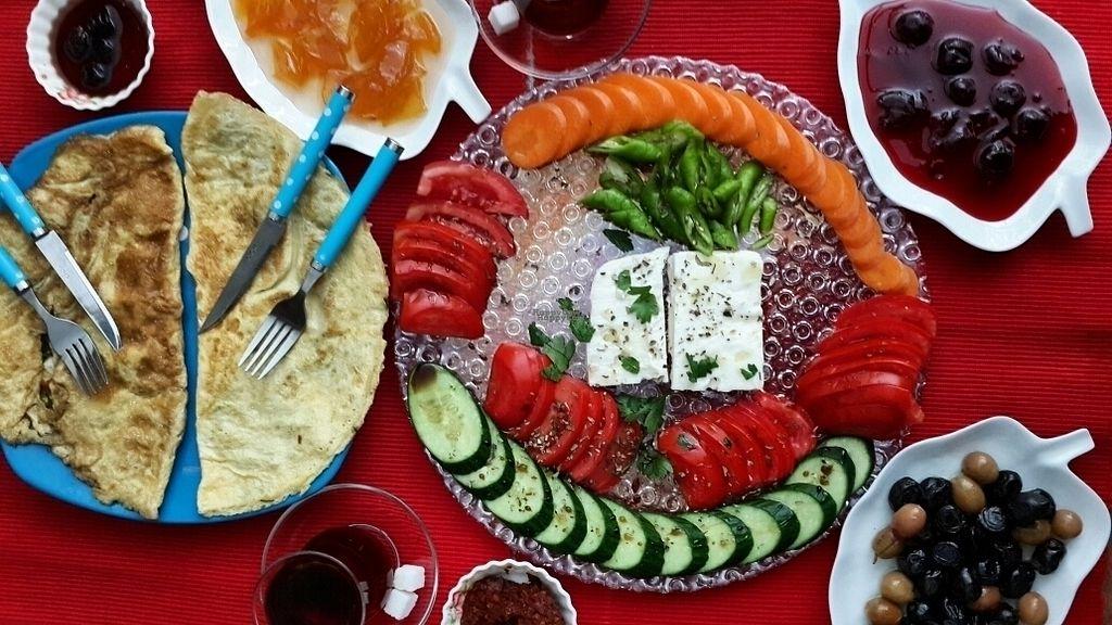 "Photo of KafeNA  by <a href=""/members/profile/kafeNAsanat"">kafeNAsanat</a> <br/>Vegetarian & vegan breakfeast plate <br/> September 15, 2016  - <a href='/contact/abuse/image/65614/175858'>Report</a>"