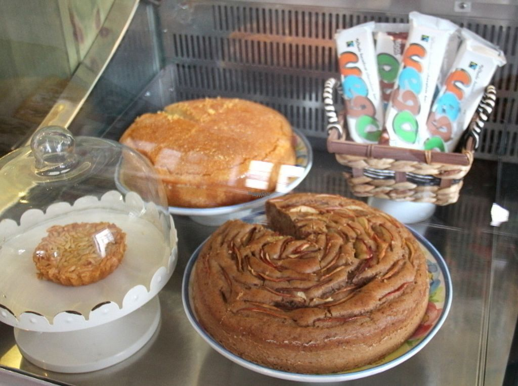 """Photo of Dona Flor Cafe  by <a href=""""/members/profile/reissausta%20ja%20ruokaa"""">reissausta ja ruokaa</a> <br/>Two big vegan cakes and one small non-vegan cake.  <br/> August 10, 2016  - <a href='/contact/abuse/image/65709/167440'>Report</a>"""