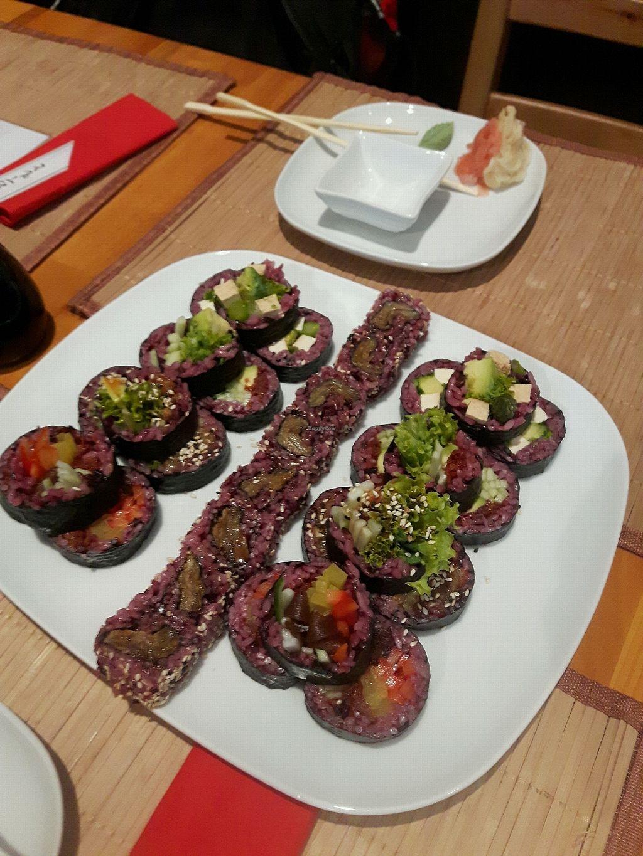 "Photo of Edamame Vegan Sushi  by <a href=""/members/profile/Magapurna"">Magapurna</a> <br/>Futo Set and Boczniak w Tempurze <br/> November 17, 2017  - <a href='/contact/abuse/image/65741/326522'>Report</a>"