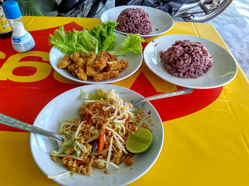 """Photo of CLOSED: Sankhongnoi Veggie  by <a href=""""/members/profile/Roevin46"""">Roevin46</a> <br/>Pad Thai, Soya Chicken and Rice <br/> November 23, 2015  - <a href='/contact/abuse/image/65861/125934'>Report</a>"""