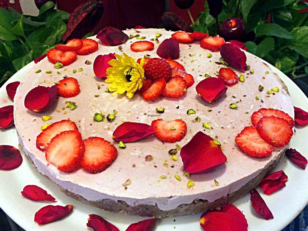 """Photo of Mezzaluna  by <a href=""""/members/profile/Mezzaluna"""">Mezzaluna</a> <br/>Raw cake strawberry and rose <br/> July 13, 2016  - <a href='/contact/abuse/image/6592/159552'>Report</a>"""