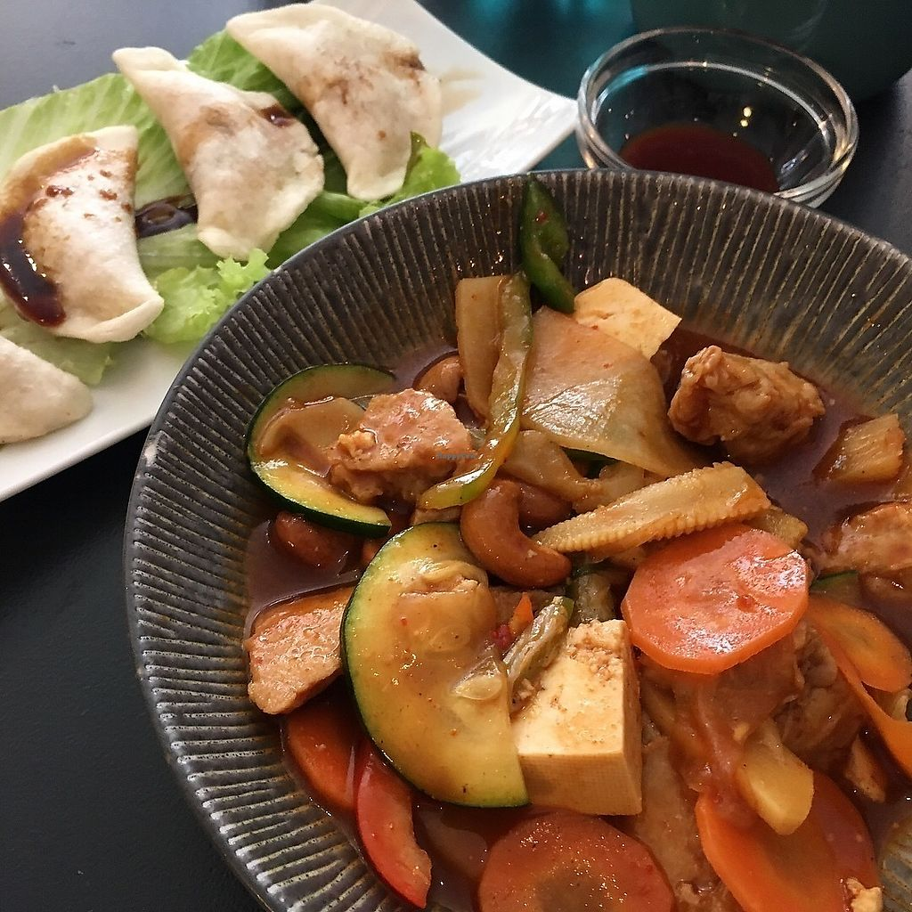 "Photo of Tien Hiang - rue Bichat  by <a href=""/members/profile/EliseBoccanfuso"">EliseBoccanfuso</a> <br/>Chicken w cashew nut, & fried dumplings  <br/> September 13, 2017  - <a href='/contact/abuse/image/6609/304060'>Report</a>"