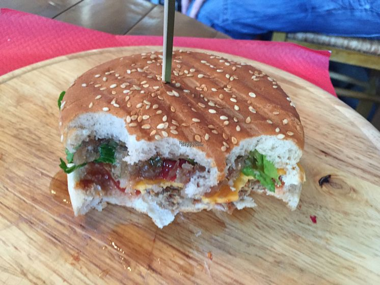 "Photo of 500 Miles Away  by <a href=""/members/profile/Jameskille"">Jameskille</a> <br/>very tasty burgers <br/> September 8, 2016  - <a href='/contact/abuse/image/66144/174436'>Report</a>"