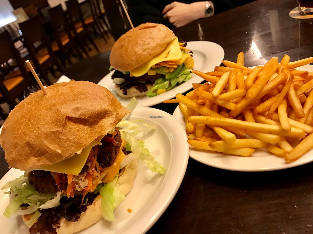 """Photo of Space Burger  by <a href=""""/members/profile/marky_mark"""">marky_mark</a> <br/>dinner is served ;) <br/> December 12, 2017  - <a href='/contact/abuse/image/66401/335075'>Report</a>"""