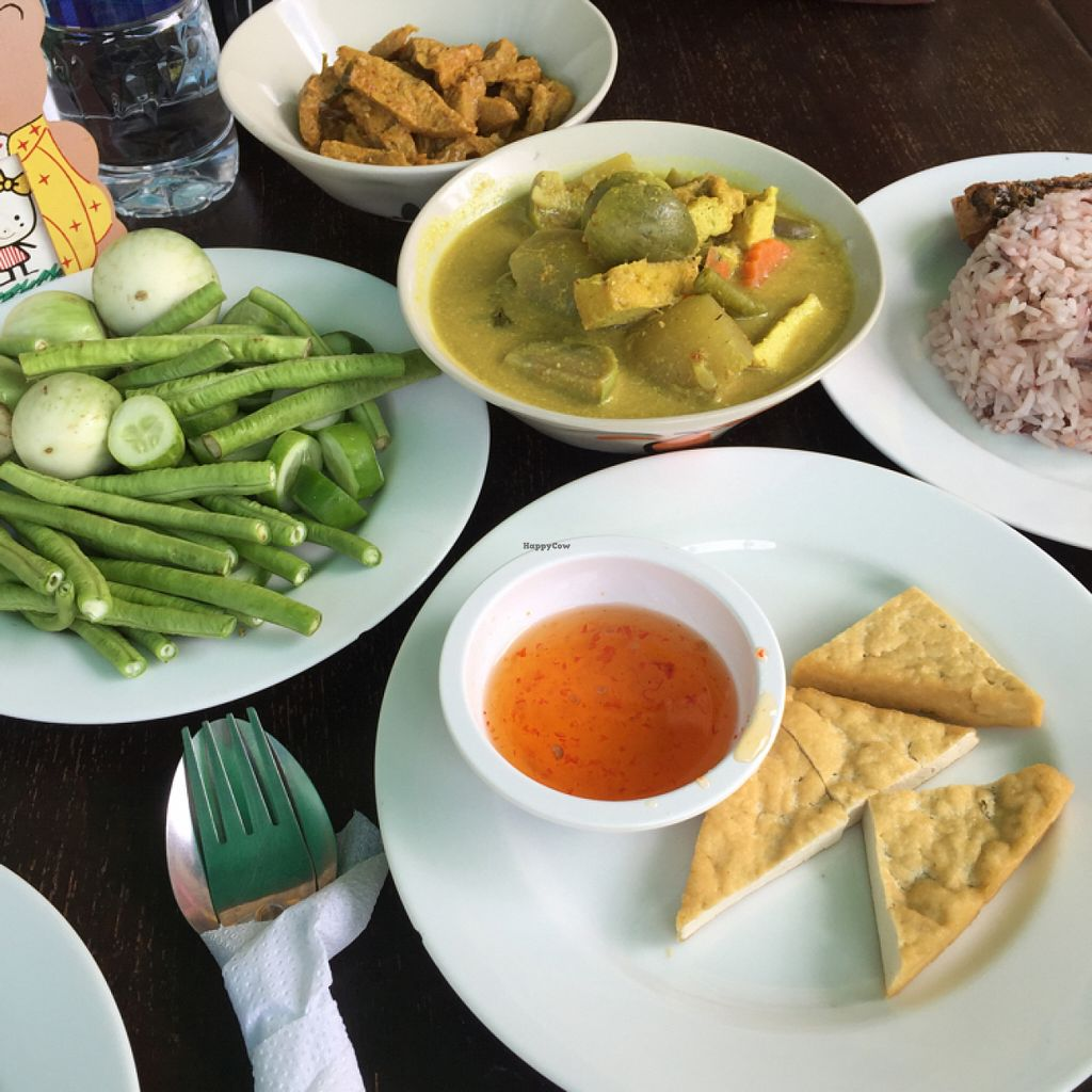 "Photo of Khunnay  by <a href=""/members/profile/The_Hearty_Vegan"">The_Hearty_Vegan</a> <br/>Tofu starter & spicy buffet bowls <br/> July 23, 2016  - <a href='/contact/abuse/image/66902/161749'>Report</a>"