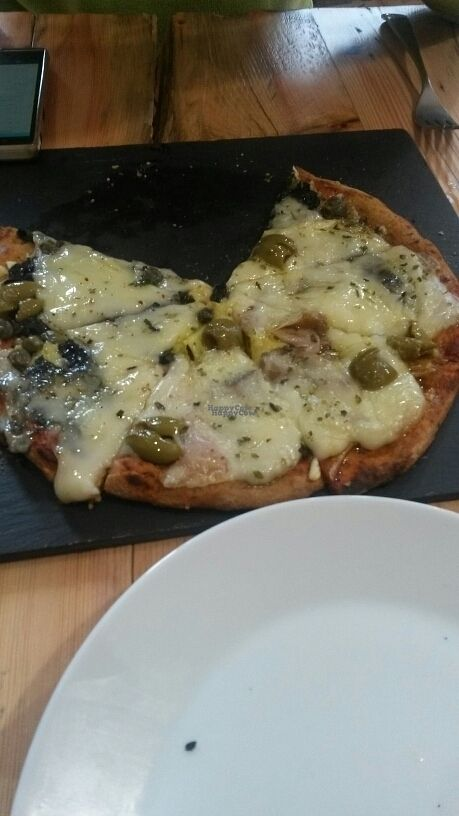 """Photo of A Factoria Verde  by <a href=""""/members/profile/StefanyMilazzo"""">StefanyMilazzo</a> <br/>pizza vegana con algas  <br/> September 5, 2016  - <a href='/contact/abuse/image/66993/173737'>Report</a>"""