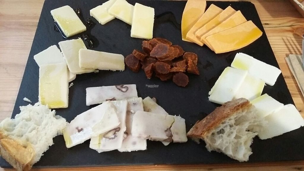 """Photo of A Factoria Verde  by <a href=""""/members/profile/Rachaelm"""">Rachaelm</a> <br/>cheese platter  <br/> December 29, 2016  - <a href='/contact/abuse/image/66993/205899'>Report</a>"""