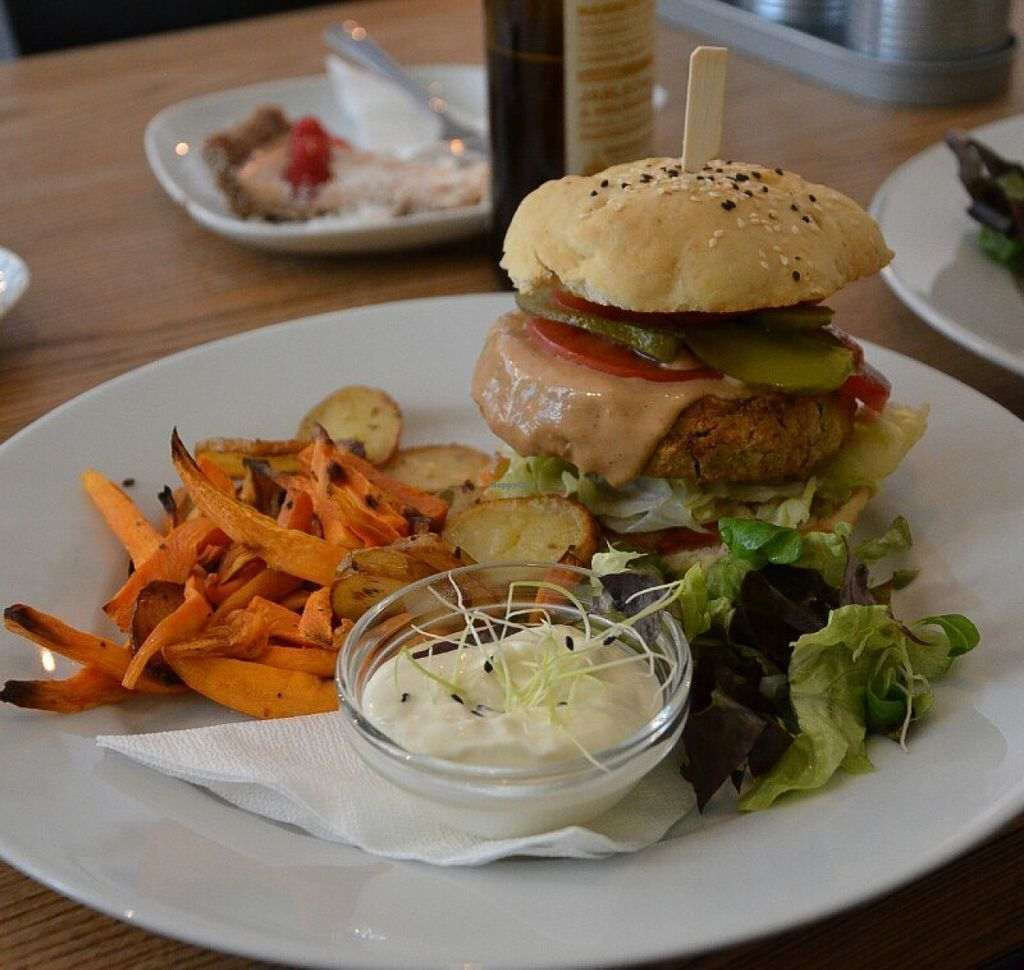 "Photo of Pastva  by <a href=""/members/profile/citrameaune"">citrameaune</a> <br/>Thai burger with fried sweet potato and just potatoes <br/> July 21, 2016  - <a href='/contact/abuse/image/67064/161475'>Report</a>"