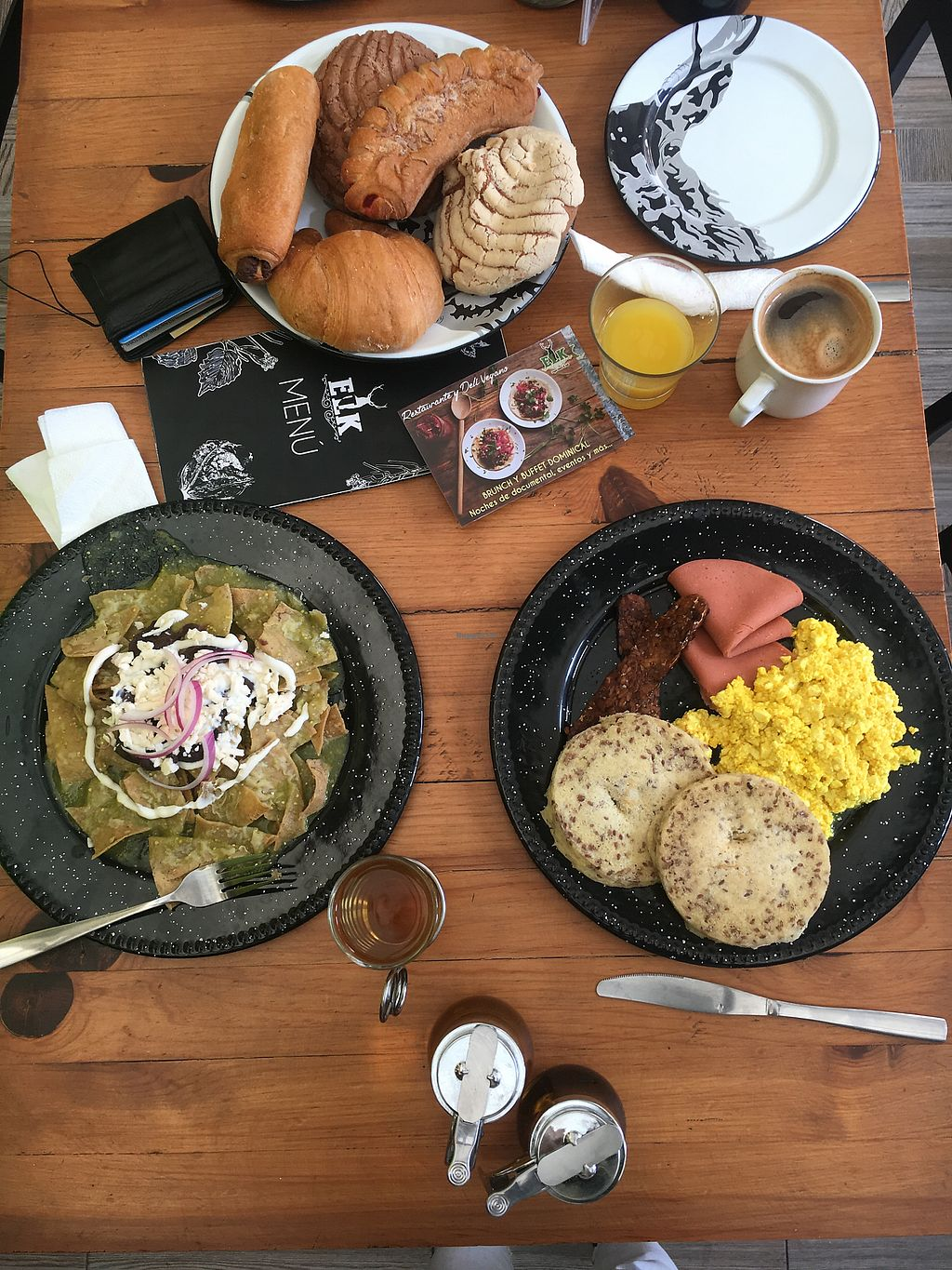 """Photo of Vegan Ville  by <a href=""""/members/profile/BetzabelBetzabel"""">BetzabelBetzabel</a> <br/>Desayuno americano y chilaquiles verdes. Delicioso! <br/> January 5, 2018  - <a href='/contact/abuse/image/67275/343104'>Report</a>"""