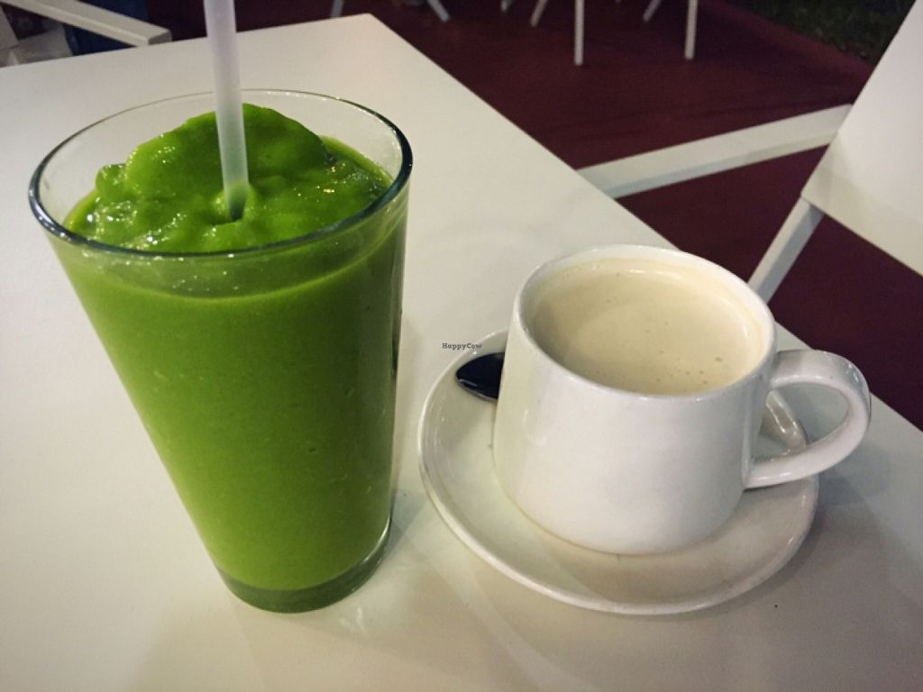 """Photo of Dirt Eat Clean  by <a href=""""/members/profile/ahaydenx"""">ahaydenx</a> <br/>mango & spinach smoothie & chai tea with nut milk <br/> December 21, 2015  - <a href='/contact/abuse/image/67410/129404'>Report</a>"""
