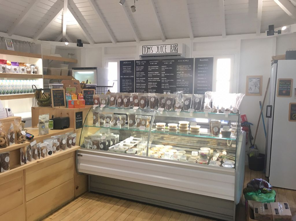 """Photo of Tom's Juice Bar  by <a href=""""/members/profile/veganmom"""">veganmom</a> <br/>interior <br/> November 24, 2016  - <a href='/contact/abuse/image/67688/193932'>Report</a>"""