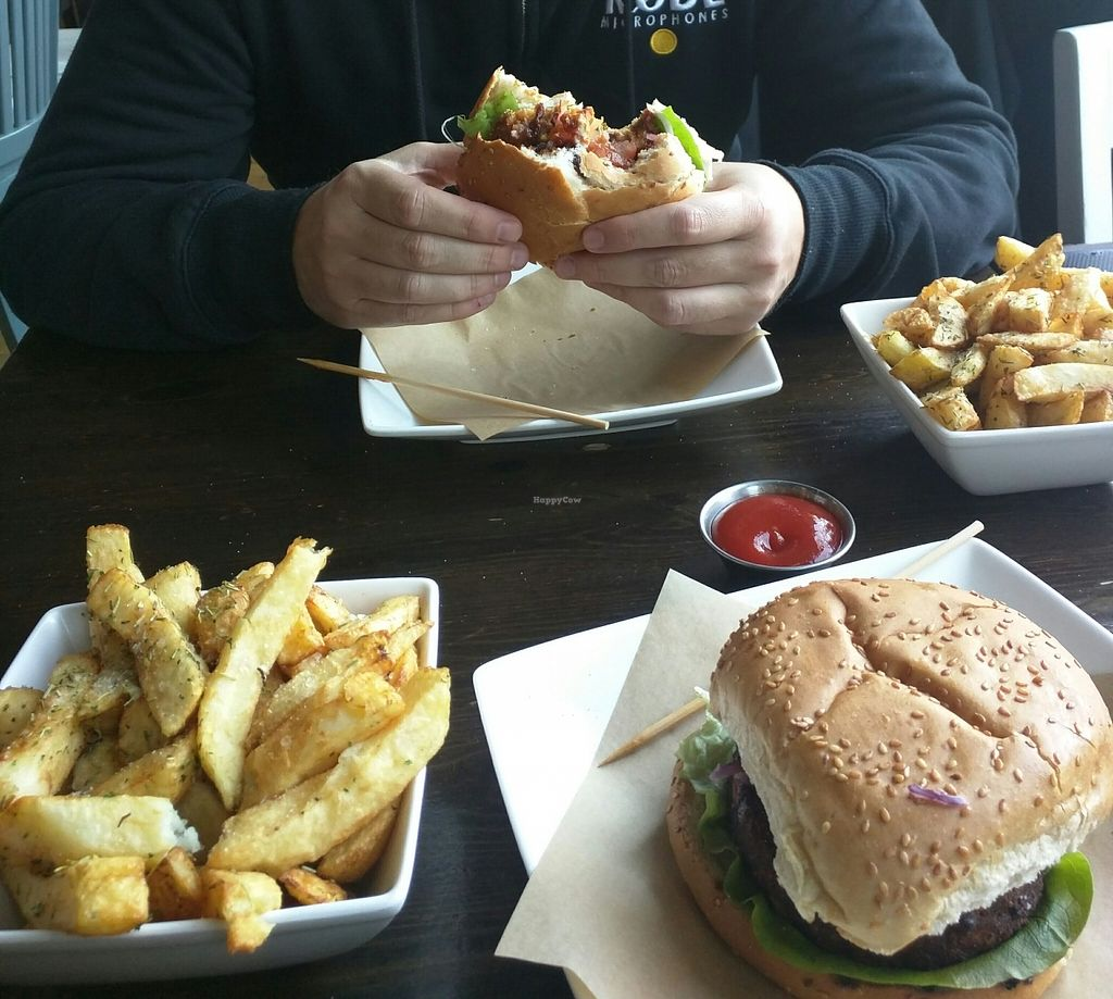 "Photo of Handmade Burger Company  by <a href=""/members/profile/EmDaly"">EmDaly</a> <br/>Delicious fresh burgers and rosemary chips  <br/> February 29, 2016  - <a href='/contact/abuse/image/67867/138225'>Report</a>"
