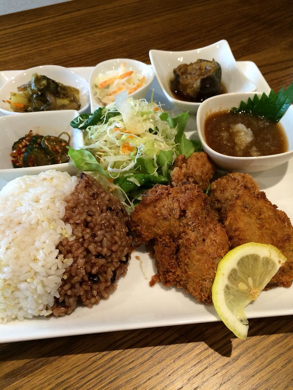 "Photo of Shojin Cafe Foi - Nishikuginukicho  by <a href=""/members/profile/maimai_maimai"">maimai_maimai</a> <br/>Weekly platter + brown & coarse cereal rice half&half <br/> January 16, 2018  - <a href='/contact/abuse/image/67886/347220'>Report</a>"
