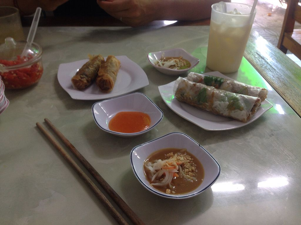 """Photo of Bach Thao  by <a href=""""/members/profile/MelanievanLeeuwen"""">MelanievanLeeuwen</a> <br/>Fresh and fried spring Rolls.  <br/> November 17, 2017  - <a href='/contact/abuse/image/67891/326429'>Report</a>"""