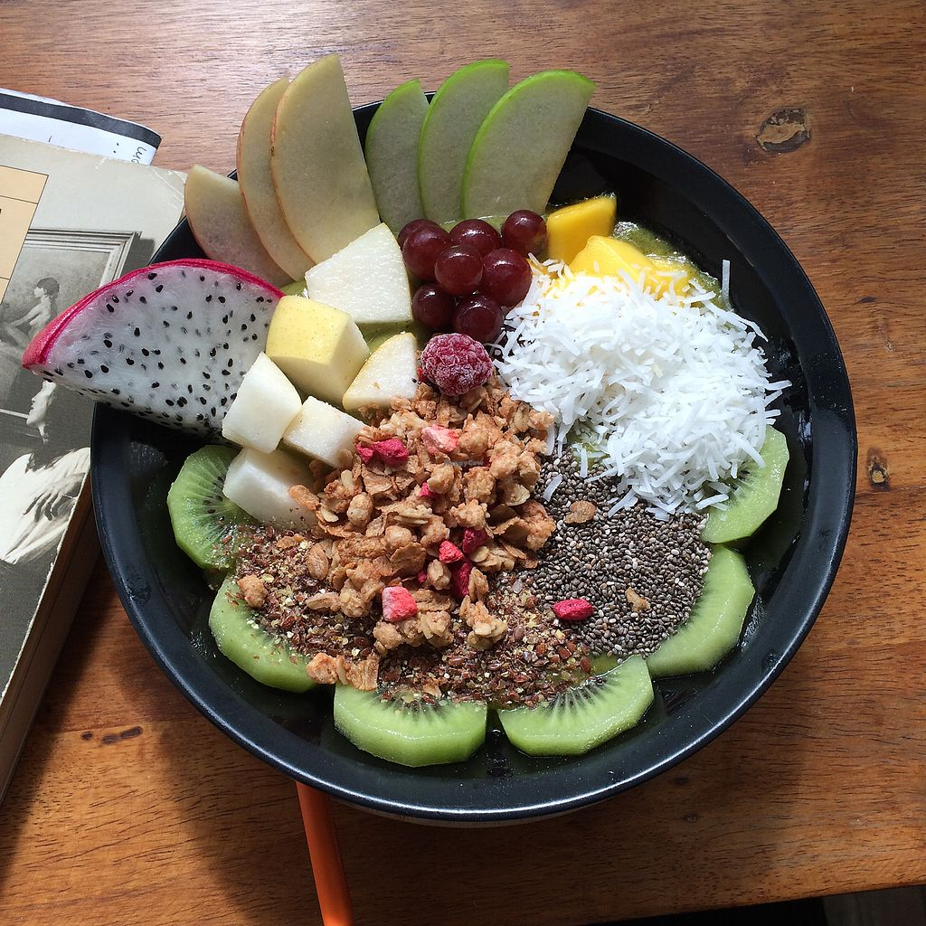 "Photo of Fruit Pulse Juice Bar  by <a href=""/members/profile/evoontoast"">evoontoast</a> <br/>matcha smoothie bowl <br/> August 27, 2017  - <a href='/contact/abuse/image/67938/297728'>Report</a>"