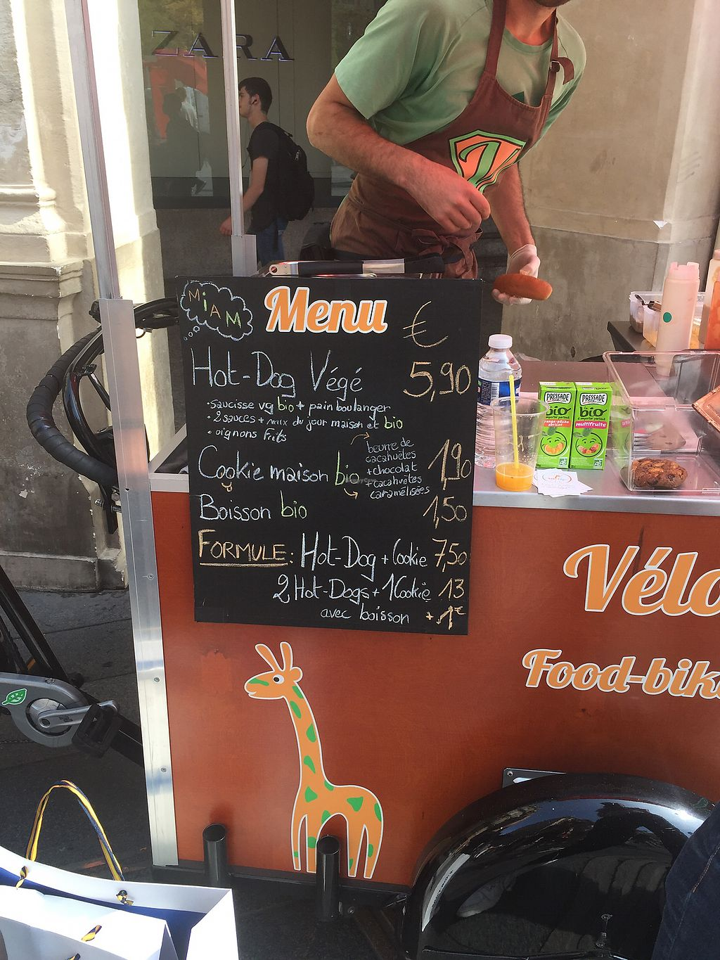 """Photo of Velo Vege Food Bike  by <a href=""""/members/profile/Marie-Lucile"""">Marie-Lucile</a> <br/>Menu <br/> September 23, 2017  - <a href='/contact/abuse/image/67997/307470'>Report</a>"""