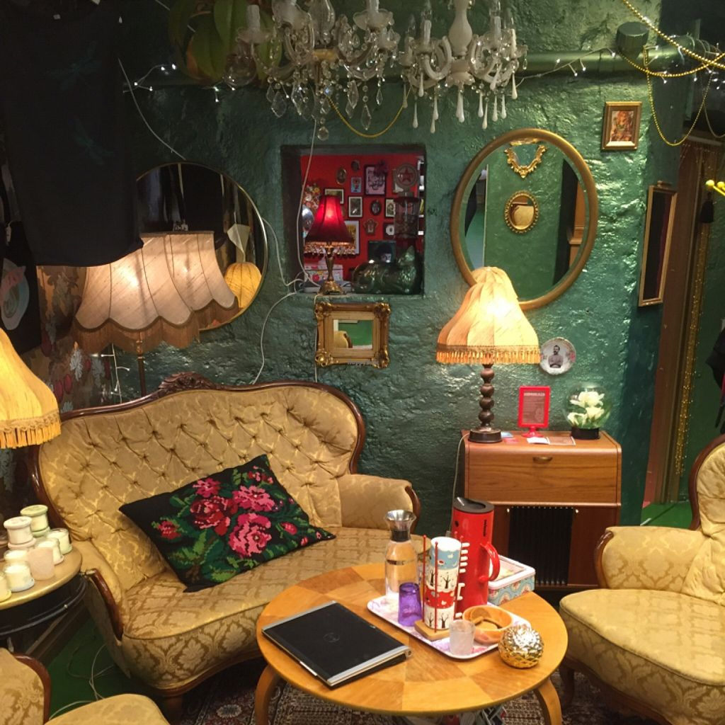 """Photo of Green Laces  by <a href=""""/members/profile/happycowgirl"""">happycowgirl</a> <br/>eclectic interior with many different rooms <br/> May 13, 2016  - <a href='/contact/abuse/image/68319/148769'>Report</a>"""