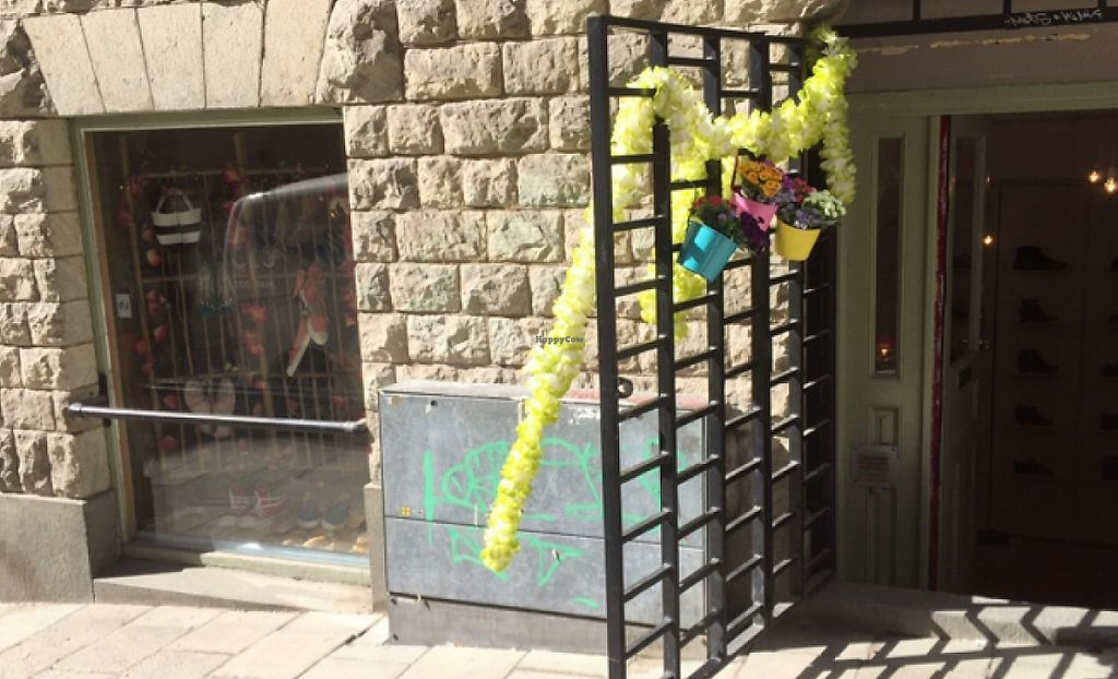 """Photo of Green Laces  by <a href=""""/members/profile/happycowgirl"""">happycowgirl</a> <br/>No sign on entrance. Blink and you'll miss it.  <br/> May 13, 2016  - <a href='/contact/abuse/image/68319/246104'>Report</a>"""