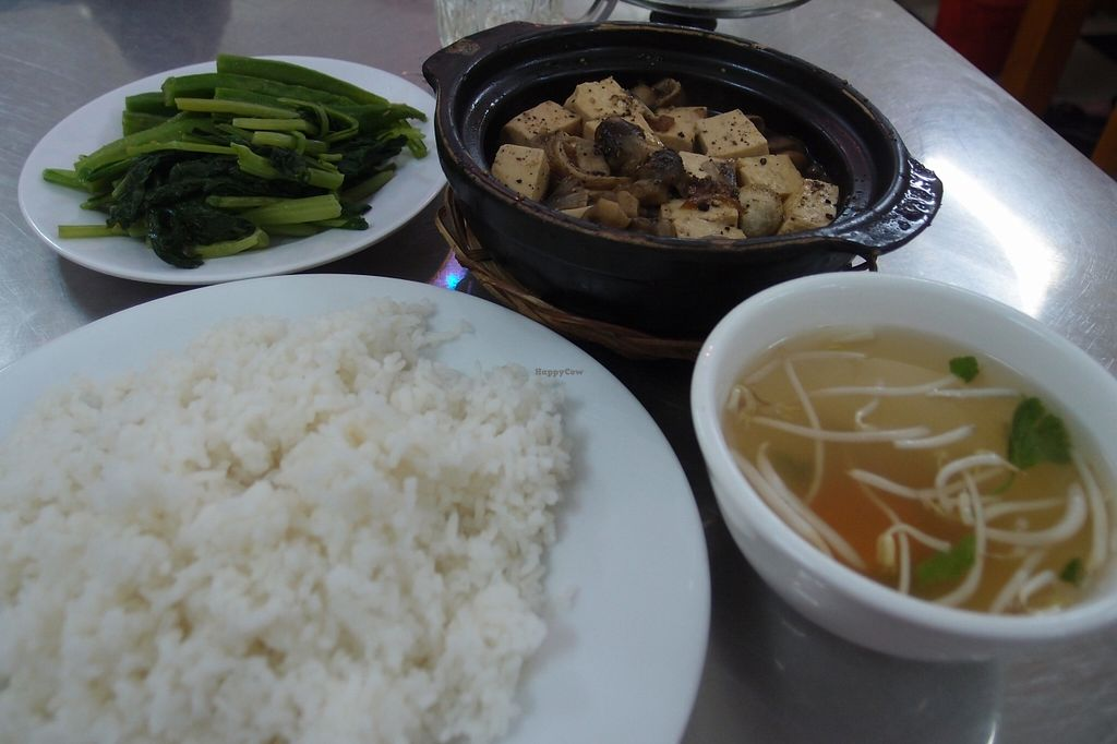Photo of Chay Sen Vang 2 - Yellow Lotus 2  by Vegreg <br/>Tofu with mushrooms <br/> January 25, 2016  - <a href='/contact/abuse/image/68682/133620'>Report</a>