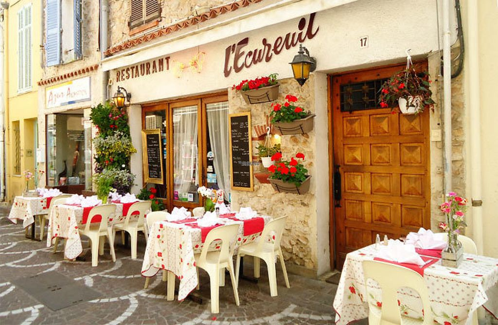"""Photo of L'Ecureuil Espagnol  by <a href=""""/members/profile/community4"""">community4</a> <br/>L'Ecureuil Espagnol  <br/> March 12, 2017  - <a href='/contact/abuse/image/68683/235699'>Report</a>"""