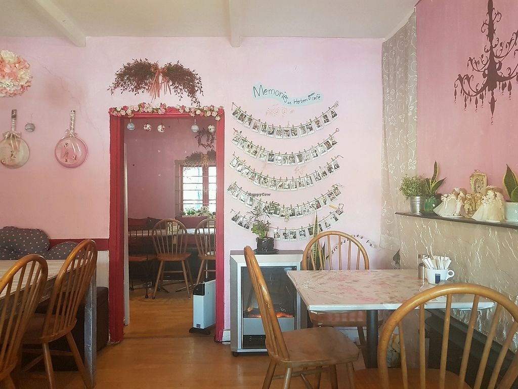 """Photo of Herbee's Garden Cafe  by <a href=""""/members/profile/AsraiRose"""">AsraiRose</a> <br/>quaint set up. super cozy <br/> September 30, 2017  - <a href='/contact/abuse/image/68780/310010'>Report</a>"""