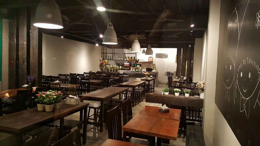 """Photo of D'Life - Pandan Indah  by <a href=""""/members/profile/JimmySeah"""">JimmySeah</a> <br/>Restaurant interior <br/> February 10, 2016  - <a href='/contact/abuse/image/68902/135715'>Report</a>"""