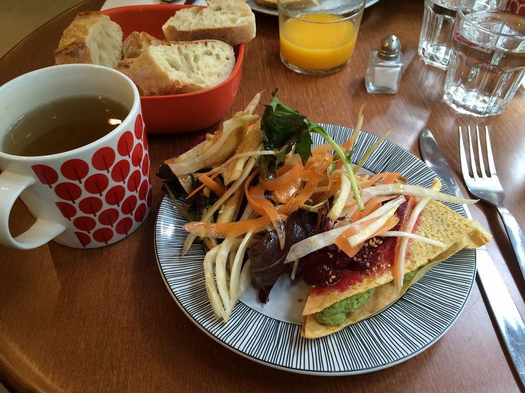 """Photo of CLOSED: ivlo  by <a href=""""/members/profile/LisaCupcake"""">LisaCupcake</a> <br/>Chickpea frittata and salad <br/> March 13, 2016  - <a href='/contact/abuse/image/68948/139807'>Report</a>"""