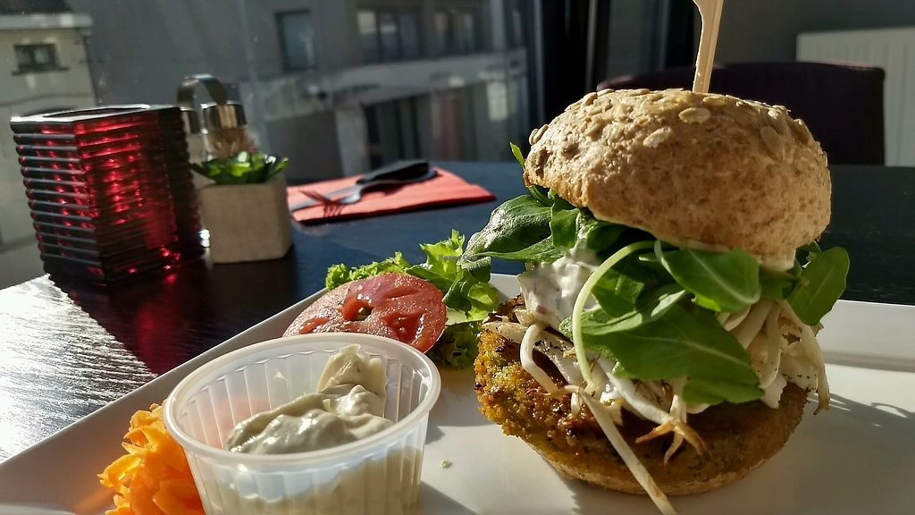 """Photo of Flooh's  by <a href=""""/members/profile/RobinErithacusRubec"""">RobinErithacusRubec</a> <br/>broccoli burger with vegan tartar <br/> September 3, 2017  - <a href='/contact/abuse/image/69178/300377'>Report</a>"""