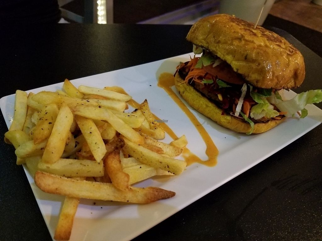 "Photo of El Punto Vegano  by <a href=""/members/profile/RobertNava"">RobertNava</a> <br/>Veggie Burger with seasoned fries  <br/> April 21, 2017  - <a href='/contact/abuse/image/69301/250752'>Report</a>"