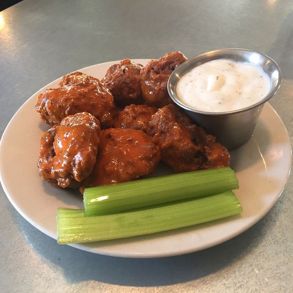 "Photo of Este Pizza  by <a href=""/members/profile/CarissaDev"">CarissaDev</a> <br/>Vegan Buffalo Wings served with Vegan Ranch!  <br/> February 9, 2016  - <a href='/contact/abuse/image/69423/135590'>Report</a>"