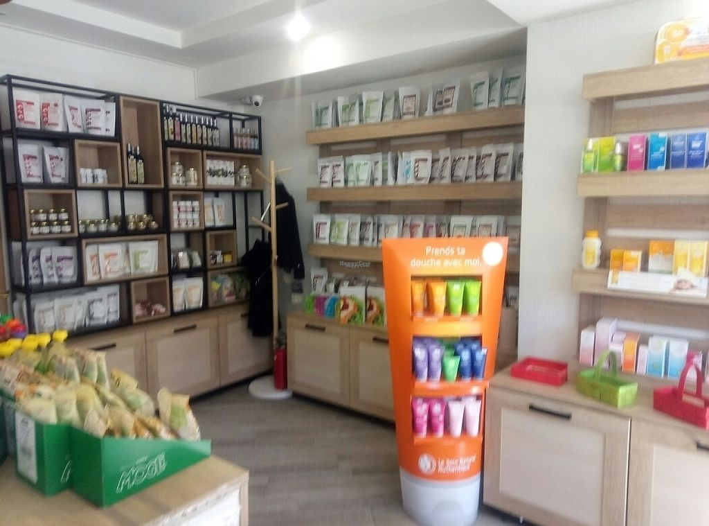 """Photo of BIOrganic Raw Cafe  by <a href=""""/members/profile/constantinfurtuna"""">constantinfurtuna</a> <br/>Inside view <br/> April 10, 2017  - <a href='/contact/abuse/image/69552/246648'>Report</a>"""