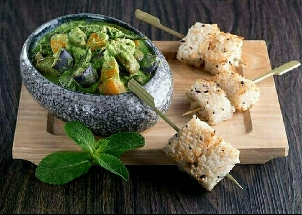 """Photo of CLOSED: Vanimal  by <a href=""""/members/profile/Apple%26Pear"""">Apple&Pear</a> <br/>Green Curry with Grilled Rice Cake <br/> October 22, 2016  - <a href='/contact/abuse/image/69594/186445'>Report</a>"""